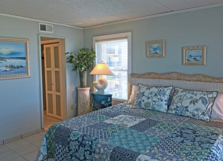 Master bedroom pic2